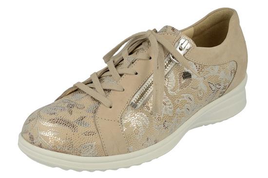 De Bexley van FinnComfort is een bredere schoen met een mooie vetersluiting, daarnaast ook een ritssluiting.Uiteraard voorzien van uitneembare voetbedden. Ook de Bexley is gevoerd met het huidvriendelijke kalfsleer.