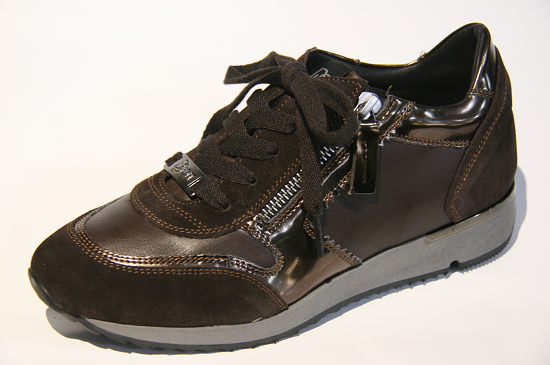 Een bruine sneakers zul je niet vaak tegen komen dit najaar, maar in Losser staan ze. Uiteraard geschikt voor loss inlegzolen