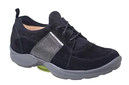 Deze schoen geeft door middel van het groene blokje in het geleng van de schoen, meer stabiliteit tijdens het lopen. Door het gebruik van een stijvere loopzool zal deze schoen bijzonder gewaardeerd worden door mensen met peesklachten