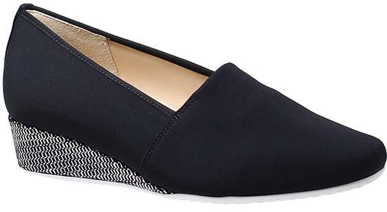 Elegante stretch loafer voorzien van doorlopende 3 cm hak, huisvriendelijke kalfsleren voering. uiteraard voorzien van uitneembare leren voetbedden.